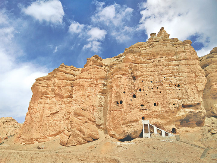 shija-cave-upper-mustang